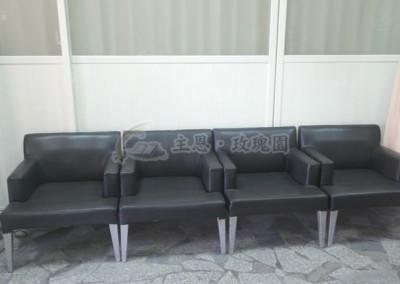 團體室-備有沙發休憩場所